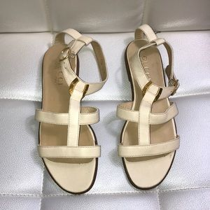 NEW Gucci gladiator sandals cream strappy